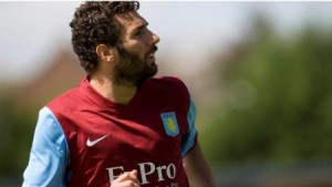 Cuéllar, con el Aston Villa