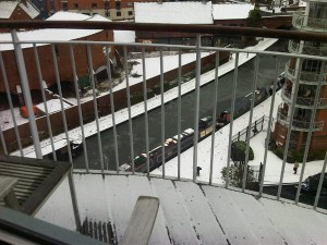 El balcón de mi casa nevado